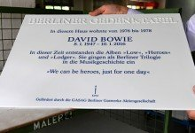 David Bowie Gets Commemorative Plaque at Former Home in Berlin, Watch Video!